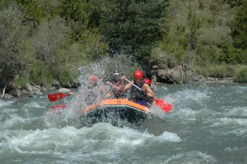 Rafting on the river Esera Guias de Torla