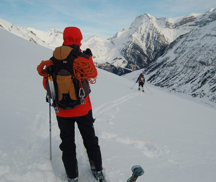 curso de iniciación de esquí de montaña o travesía
