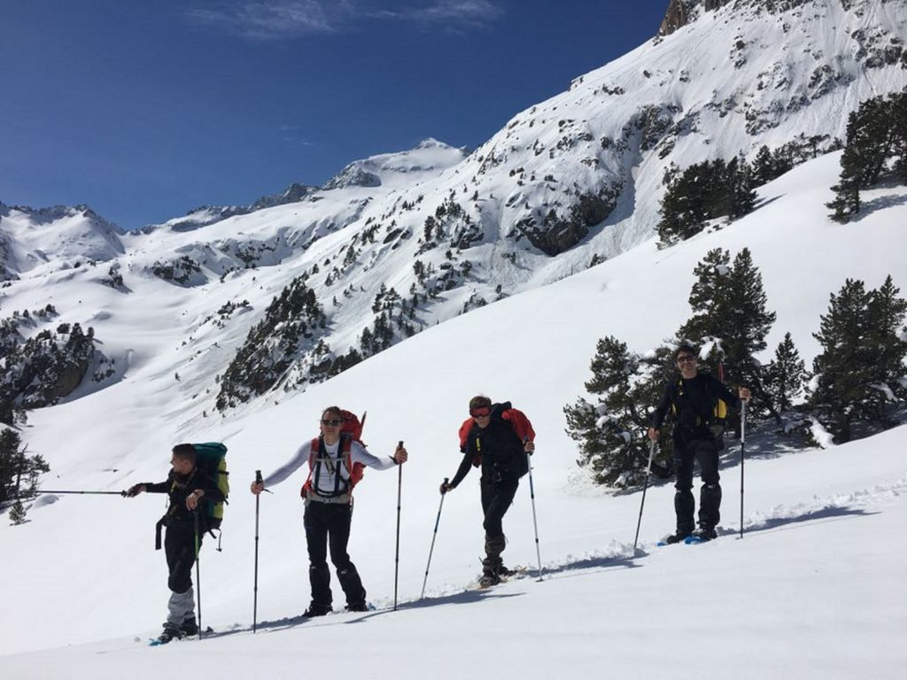 Snowshoeing בעמק טנה